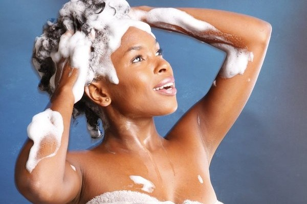 rsz_2black-woman-shampooing-her-hair-600x400