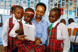 Image 1_Samsung East & Central Africa Head of Corporate Marketing Patricia King'ori with pupils during the handover of the refurbished library to Thika Primary School_28102014