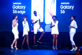 Models displaying the new Samaung Galaxy S6 and S6 edge